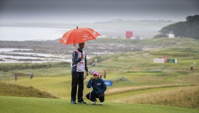 Weather conditions affect golf players